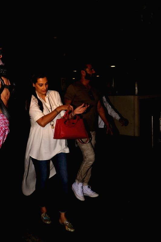 Actor Suniel Shetty along with his wife Mana Shetty spotted at Chhatrapati Shivaji Maharaj International Airport in Mumbai, on June 10, 2017. - Suniel Shetty and Mana Shetty