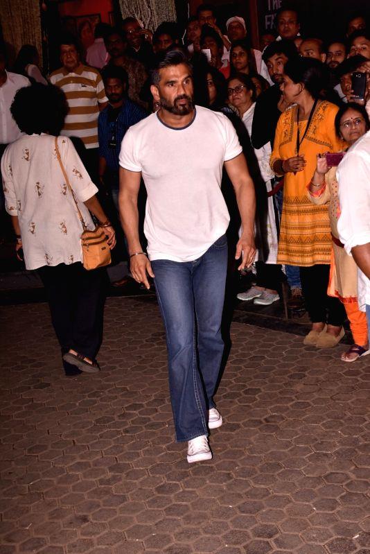 Shashi Kapoor's condolence meet - Suniel Shetty and Shashi Kapoor