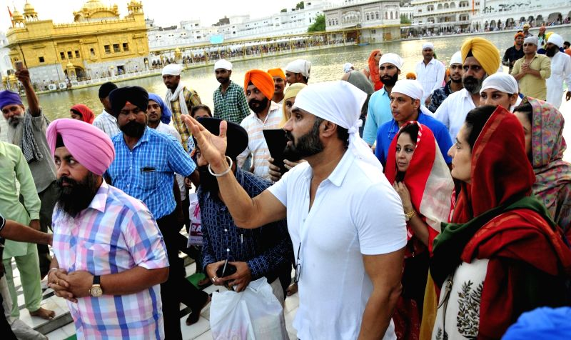 Actor Suniel Shetty pays obeisance at the Golden Temple in Amritsar, on Aug 11, 2017. - Suniel Shetty