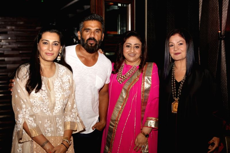 Actor Suniel Shetty with his wife Mana Shetty, actress Bindiya Goswami and filmmaker Pooja Bhatt during the celebrations 20 years completion of film Border, in Mumbai in Mumbai on June 11, ... - Suniel Shetty, Mana Shetty and Bindiya Goswami