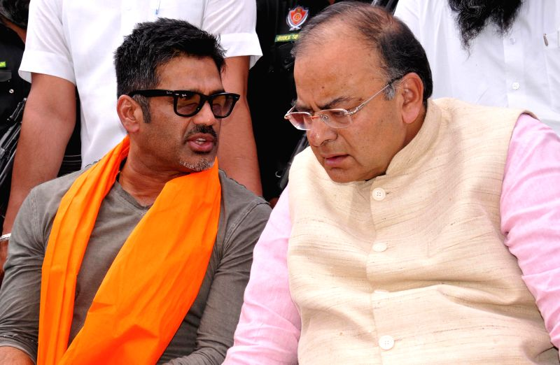 Actor Sunil Shetty campaigns for BJP candidate for 2014 Lok Sabha Election from Amritsar, Arun Jaitley during an rally in Amritsar on April 10, 2014.