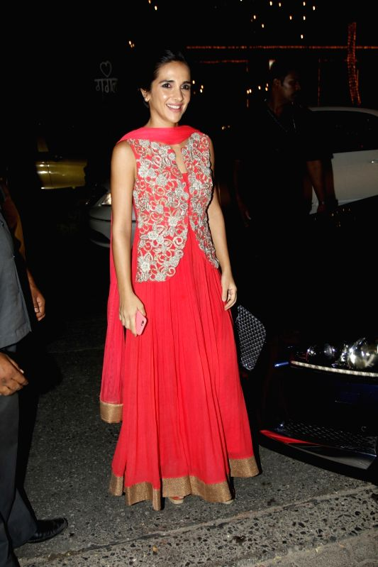 Actor Tara Sharma arrive to attend the Amitabh Bachchan's Diwali party in Mumbai on Nov 11, 2015. - Tara Sharma