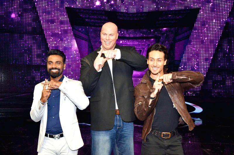 Actor Tiger Shroff, filmmaker Remo D`Souza and Australian actor Nathan Jones on the sets of Star Plus dance reality show Dance+ (Dance Plus) season 2 to promote upcoming film A Flying Jatt, ... - Tiger Shroff