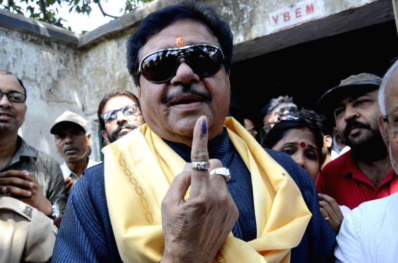 Actor turned politician Shatrughan Sinha shows his fore finger marked with phosphoric ink after casting his vote during the fifth phase of 2014 Lok Sabha Polls in Patna on April 17, 2014.