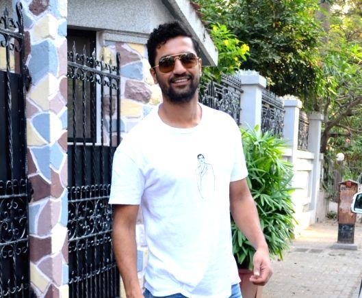 Mumbai: Actor Vicky Kaushal seen at Mumbai's Bandra on Nov 11, 2018.
