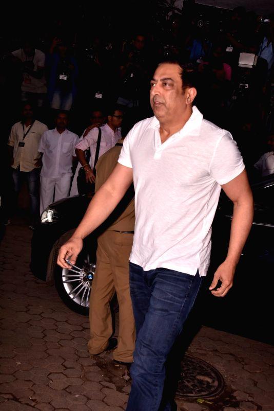 Shashi Kapoor's condolence meet - Vindu Dara Singh and Shashi Kapoor