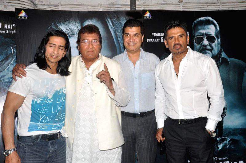 Actor Vipinno, Vinod Khanna and Suniel Shetty, Filmmaker Asshu Trikha during the press conference of the film Koyelaanchal in Mumbai on  May 06, 2014 - Vipinno, Vinod Khanna and Suniel Shetty