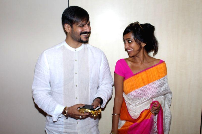 Actor Vivek Oberoi along with his wife Priyanka Oberoi during spiritual talk by Brahma Kumari sister Shivani on Inner Peace and Inner Power in Mumbai, on May 21, 2017. - Vivek Oberoi