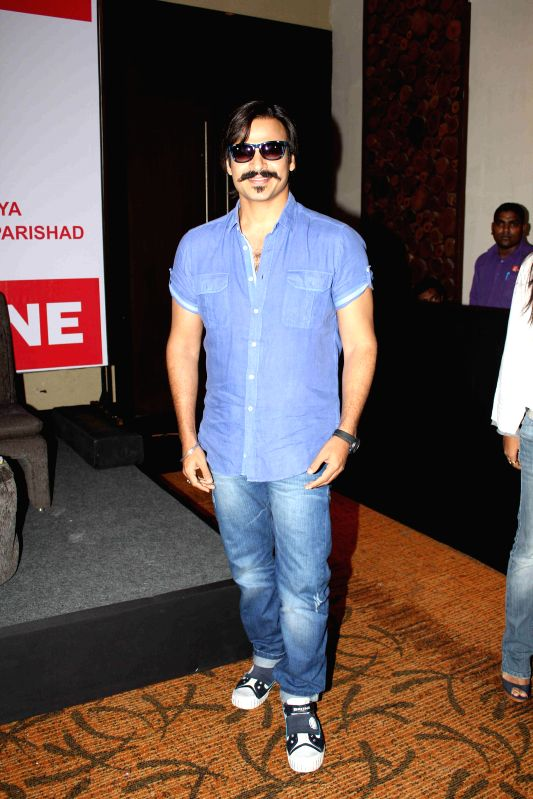 Actor Vivek Oberoi at Mega Blood Donation drive press meet organised by Akhil Bhartiya Terapanth Yuvak Parishad in Mumbai on 25th August 2014