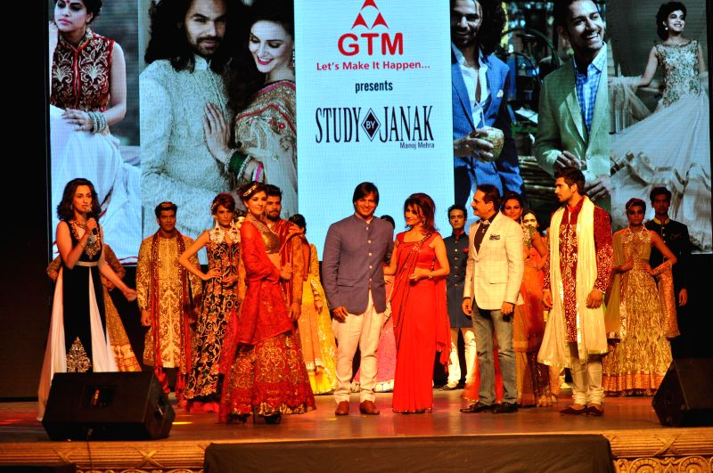 Actor Vivek Oberoi during a fashion show organised to showcase designer Vandy Mehra's creations in Gurgaon on May 14,2014. - Vivek Oberoi