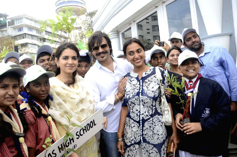 Actor Vivek Oberoi  during inauguration of `I Love Mumbai` - a drive to distribute free sapling in Mumbai on Aug 10, 2014. - Vivek Oberoi