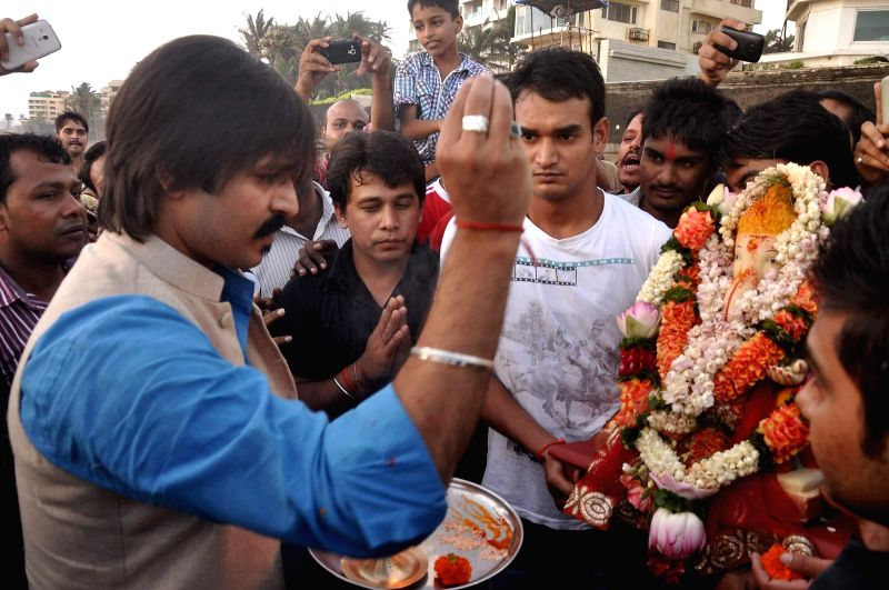 Actor Vivek Oberoi participate in a procession for the immersion of an idol of the elephant-headed Hindu god Lord Ganesh after fifth day in Mumbai on Sept 2, 2014.