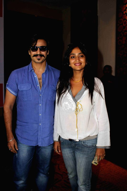 Actor Vivek Oberoi with his wife Priyanka Alva Oberoi at Mega Blood Donation drive press meet organised by Akhil Bhartiya Terapanth Yuvak Parishad in Mumbai on 25th August 2014