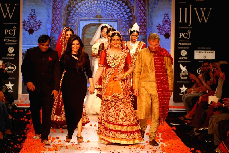 Actor Zarine Khan displays the creations of fashion designer Archana Kochhar during the India International Jewellery Week (IIJW) in Mumbai, on July 15, 2014.