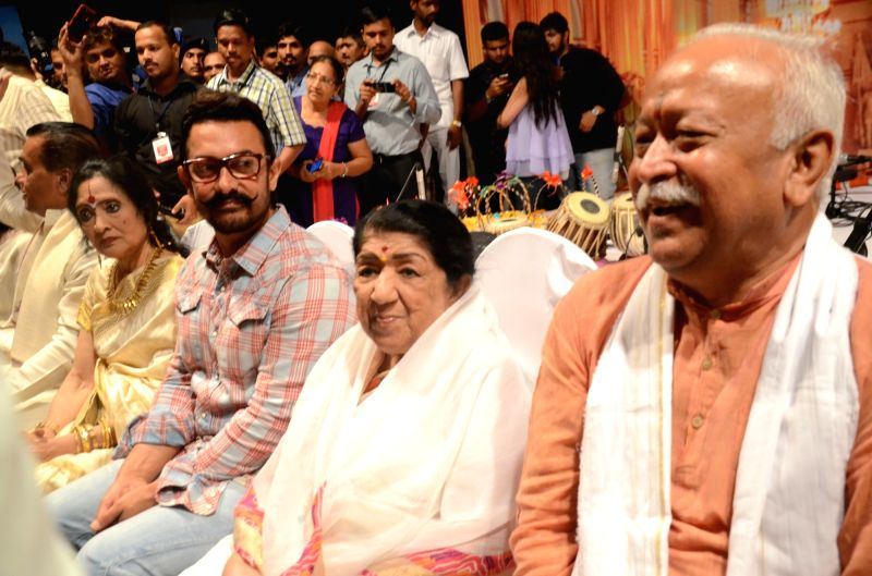 Actors Aamir Khan and Vyjayanthimala, singer Lata Mangeshkar, RSS chief Mohan Bhagwat and  others during Dinanath Mangeshkar memorial awards in Mumbai, on April 24, 2017. - Aamir Khan and Vyjayanthimal