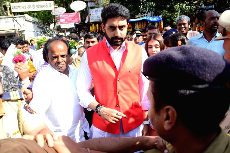 Actors Abhishek Bachchan and Aishwarya Rai Visit at Siddhivinayak Temple in Mumbai on April 20, 2017. - Abhishek Bachchan and Aishwarya Rai Visit