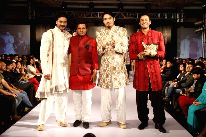 Actors Aditya,Sawar Ali and Zulfi Sayed with fashion designer Mumtaz Khan during Kingfisher Ultra Style Week Bangalore 2014 on July 27, 2014. - Aditya, Zulfi Sayed and Mumtaz Khan