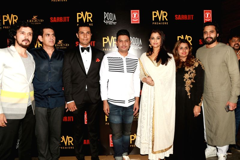 "Actors Aishwarya Rai Bachchan, Randeep Hooda, Darshan Kumar and director Omnung Kumar at premiere of ""Sarbjit"" in New Delhi on May 20, 2016. - Omnung Kumar, Aishwarya Rai Bachchan, Randeep Hooda and Darshan Kumar"