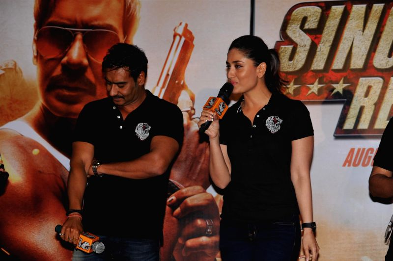 Actors Ajay Devgan and Kareena Kapoor during the trailer launch of film Singham Returns in Mumbai on July 11, 2014. - Ajay Devgan and Kareena Kapoor