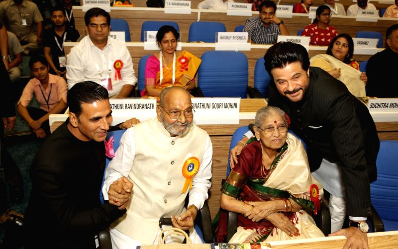 Actors Akshay Kumar and Anil Kapoor with Eminent film director and actor K. Viswanath who was named for the coveted Dadasaheb Phalke Award at the 64th National Film Awards Function, in New ... - K. Viswanath, Akshay Kumar and Anil Kapoor