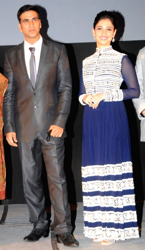 Actors Akshay Kumar and Tamannaah Bhatia during premiere of their film `Entertainment` in New Delhi on Aug 7, 2014. - Akshay Kumar and Tamannaah Bhatia