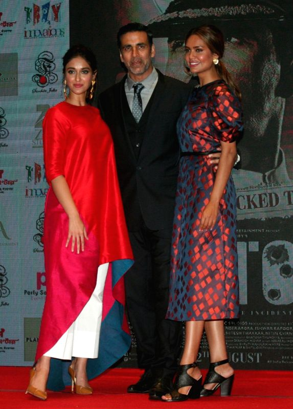 "Actors Akshay Kumar, Ileana D'Cruz and Esha Gupta during the promotion of their upcoming film ""Rustom"" in Kolkata, on Aug 4, 2016. - Akshay Kumar, Ileana D'Cruz and Esha Gupta"