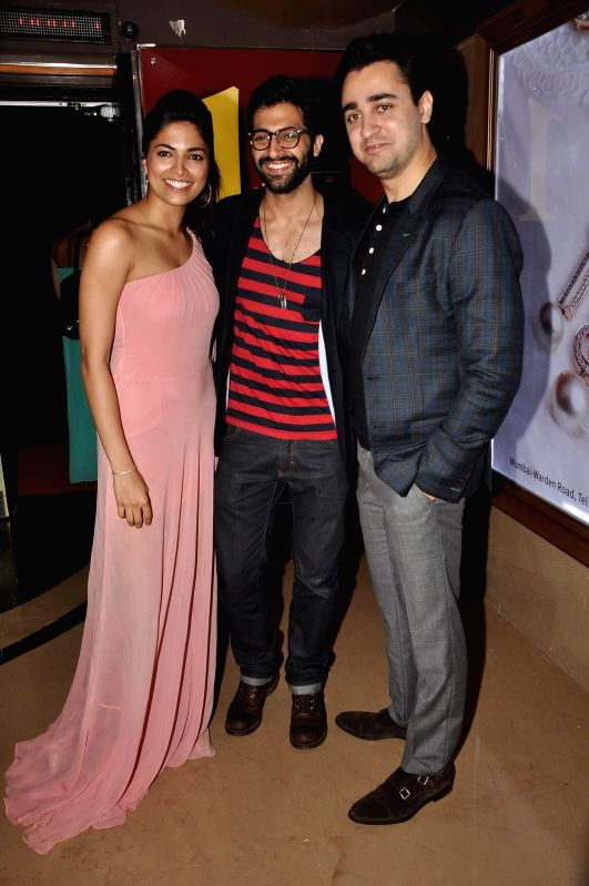 Actors Akshay Oberoi, Imran Khan and Parvathy Omanakuttan during the special screening of the film PIZZA 3D in Mumbai on July 17, 2014. - Akshay Oberoi, Imran Khan and Parvathy Omanakuttan