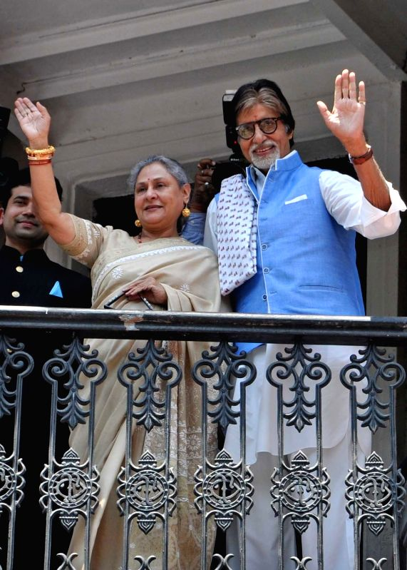 Actors Amitabh Bachchan and Jaya Bachchan during inauguration of a jewellery store in Kolkata, on May 8, 2016. - Amitabh Bachchan and Jaya Bachchan