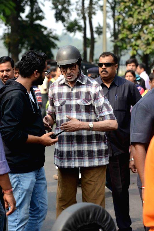 Actors Amitabh Bachchan and Nawazuddin Siddiqui during the shooting of thyeir upcoming film in Kolkata on Nov 29, 2015. - Nawazuddin Siddiqui