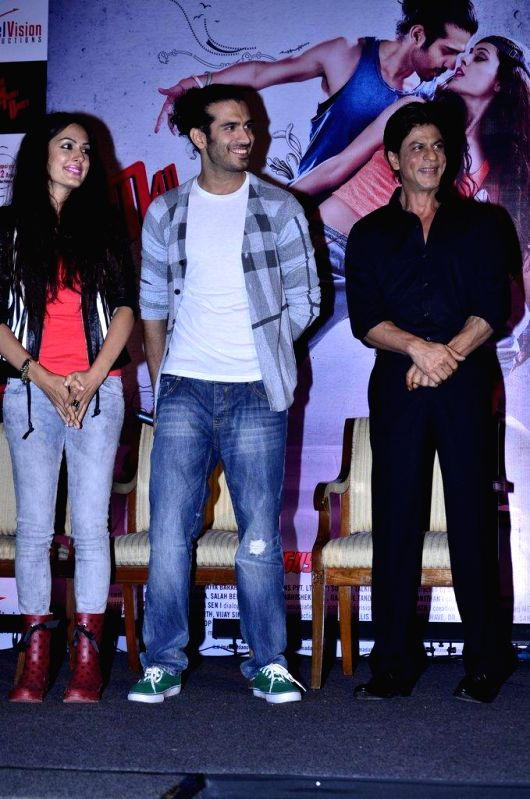 Actors Amrit Maghera, Shahrukh Khan and Saahil Prem during the unveiling of the application the Mad Wall of Dreams created for the upcoming film Mad About Dance in Mumbai, on August 8, 2014. The ... - Amrit Maghera, Shahrukh Khan and Saahil Prem