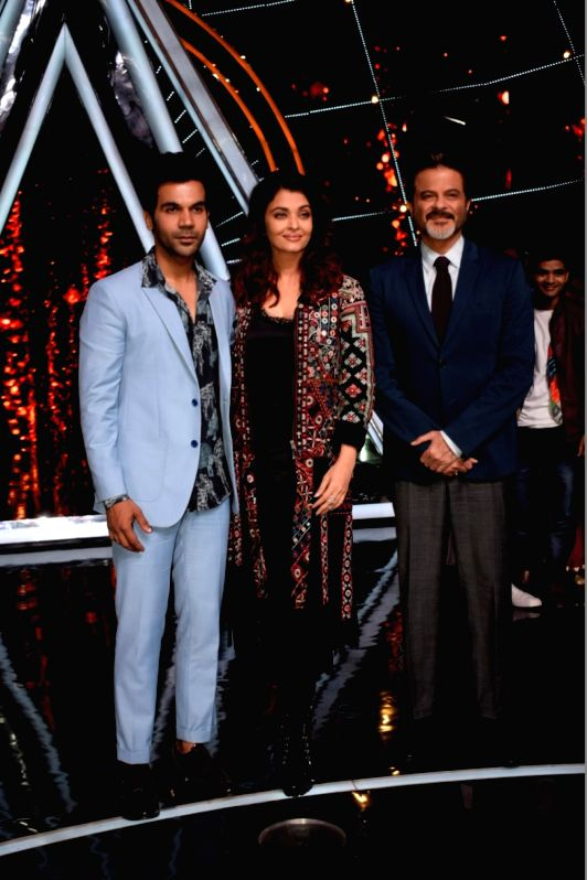 """Actors Anil Kapoor, Aishwarya Rai and Rajkummar Rao during the promotion of their upcoming film """"Fanney Khan"""" on the sests of Indian Idol 10, in Mumbai on Aug 1, 2018. - Anil Kapoor, Aishwarya Rai, Rajkummar Rao and Fanney Khan"""