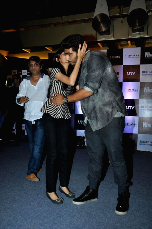 Actors Arjun Kapoor and Alia Bhatt during the promotion of their upcoming film 2 States in Thane, Mumbai on April 12 , 2014. - Arjun Kapoor and Alia Bhatt