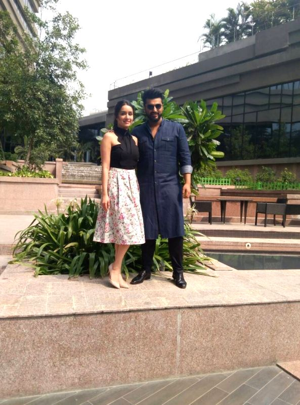 """Actors Arjun Kapoor and Shraddha Kapoor during promotions of their upcoming film """"Half Girlfriend"""" in Kolkata on May 16, 2017. - Arjun Kapoor and Shraddha Kapoor"""