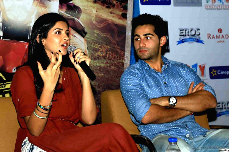 Actors Armaan Jain and Deeksha Seth during a press conference to promote their upcoming film `Lekar Hum Deewana Dil` in Jaipur on June 23, 2014. - Armaan Jain and Deeksha Seth