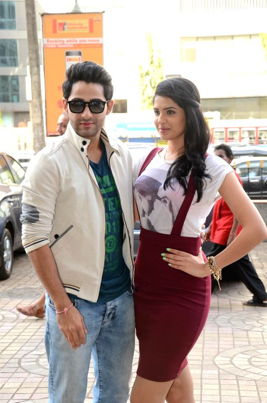 Actors Armaan Jain and Deeksha Seth during the promotion of film Lekar Hum Deewana Dil in Mumbai, on June 29, 2014. - Armaan Jain and Deeksha Seth