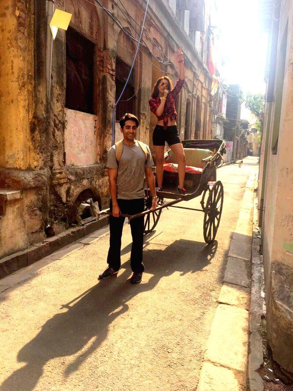 "Actors Ayushmann Khurrana and Parineeti Chopra during shooting of their upcoming film ""Meri Pyaari Bindu"" on the streets of Kolkata, on May 26, 2016. - Ayushmann Khurrana and Parineeti Chopra"