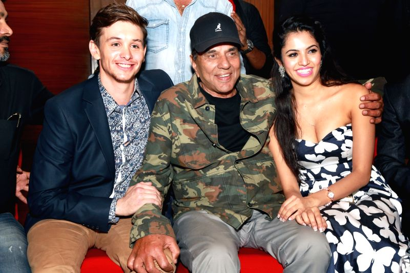 Actors Dharmendra, Pooja Priyanka and Travis Jeffery during a programme organised to promote `Dream Catcher` in New Delhi, on June 2, 2017. - Dharmendra, Pooja Priyanka and Travis Jeffery