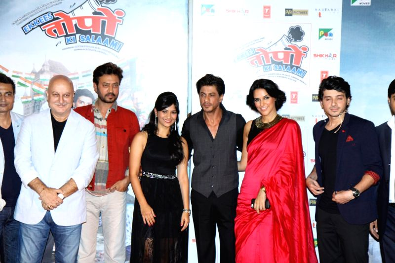 Actors Divyendu Sharma, Irrfan Khan, Shahrukh Khan, Aditi Sharma, Anupam Kher and Neha Dhupia during the trailer launch of film Ekkees Toppon Ki Salaami in Mumbai on Aug 11, 2014. - Divyendu Sharma, Irrfan Khan, Shahrukh Khan, Aditi Sharma, Anupam Kher and Neha Dhupia