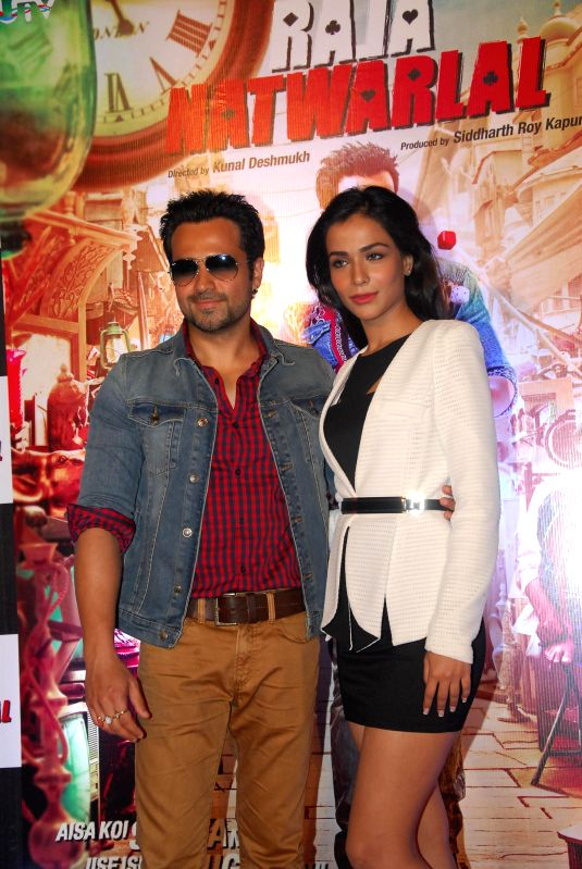 Actors Emraan Hashmi and Humaima Malick during the trailer launch of film Raja Natwarlal in Mumbai on July 18, 2014. - Emraan Hashmi and Humaima Malick
