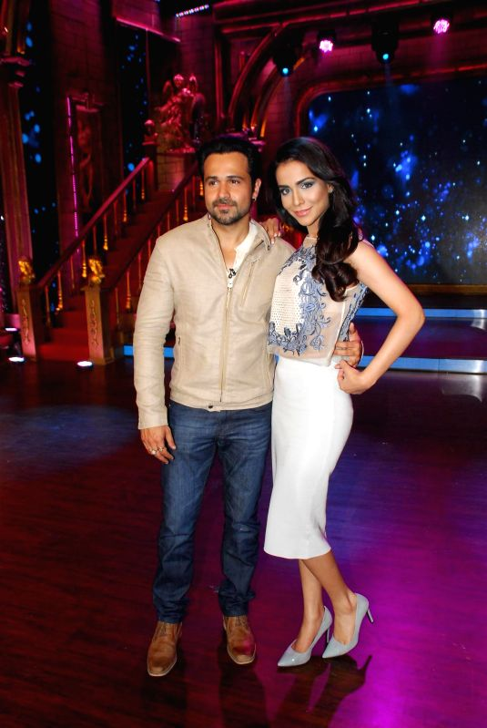 Actors Emraan Hashmi and Humaima Malik during the Promotion of film Raja Natwarlal on Zee TV show India`s Best Cine Stars Ki Khoj 2014 sets in Mumbai on Aug 11, 2014. - Emraan Hashmi and Humaima Malik