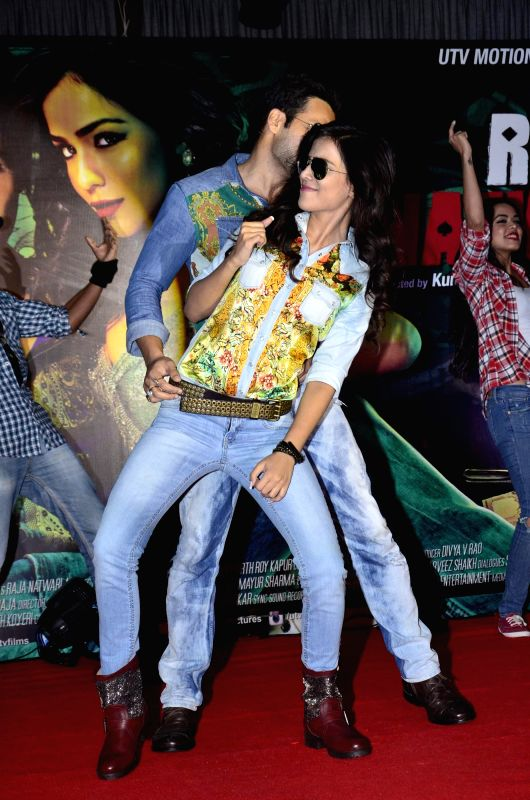 Actors Emraan Hashmi and Humaima Malik during the launch of film Raja Natwarlal special dance track Flip Your Collar Back in Mumbai on August 13, 2014. - Emraan Hashmi and Humaima Malik