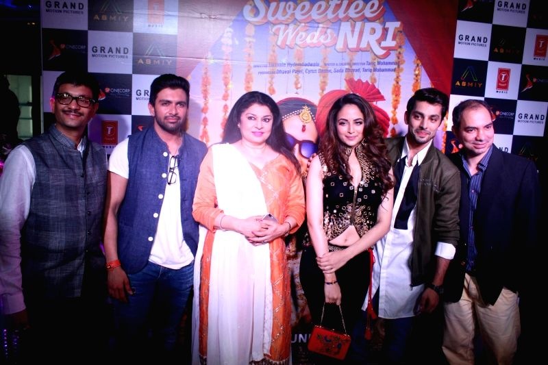 Actors Himansh Kohli and Zoya Afroz during the trailer launch of film Sweetiee Weds NRI in Mumbai on May 5, 2017. - Himansh Kohli and Zoya Afroz