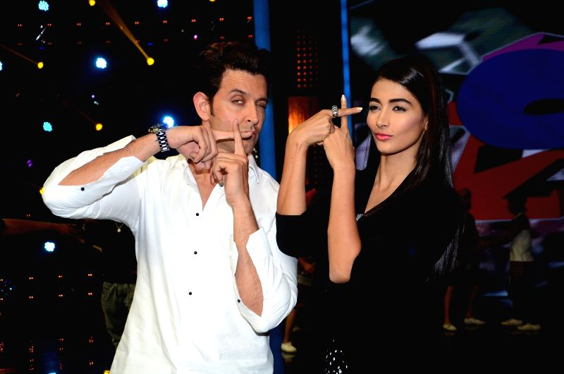 Actors Hrithik Roshan and Pooja Hedge on the sets of dance reality show Dance + 2 during the promotion of film Mohenjo Daro in Mumbai, on Aug 3, 2016. - Hrithik Roshan and Pooja Hedge