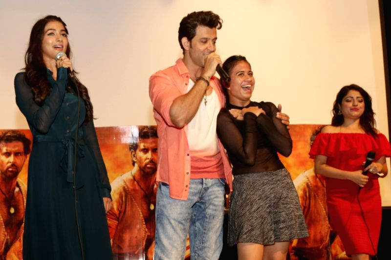"""Actors Hrithik Roshan and Pooja Hegde during the promotion of their upcoming film """"Mohenjo Daro"""" at Gargi College in New Delhi, on Aug 5, 2016. - Hrithik Roshan and Pooja Hegde"""