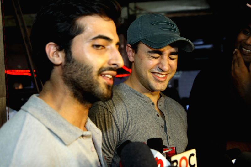 Actors Imran Khan and Akshay Oberoi during the making of the music video 'Gimme Pizza' for the 3D horror thriller 'Pizza' in Mumbai on June 22, 204. - Imran Khan and Akshay Oberoi