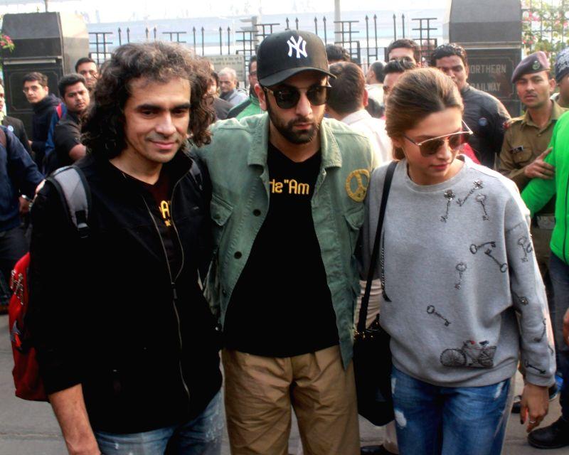 "Actors Imtiaz Ali ,Ranbir Kapoor and Deepika Padukone arrived at New Delhi railway station from Mumbai to promote their film ""Tamasha'',  on Nov 23,2015. - Imtiaz Ali, Ranbir Kapoor and Deepika Padukone"