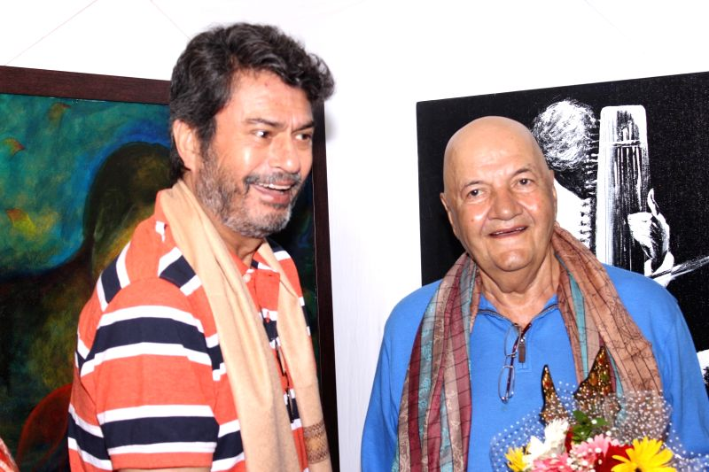 Actors Kanwaljit Singh and Prem Chopra during the inauguration of a art exhibition, in Mumbai on May 27, 2016. - Kanwaljit Singh and Prem Chopra