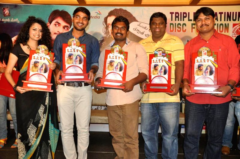 Actors Karan, Sowmya Sukumar acted Pora Pove Telegu film triple platinum disc function at Hyderabad on 14th July 2014. - Karan and Sowmya Sukumar
