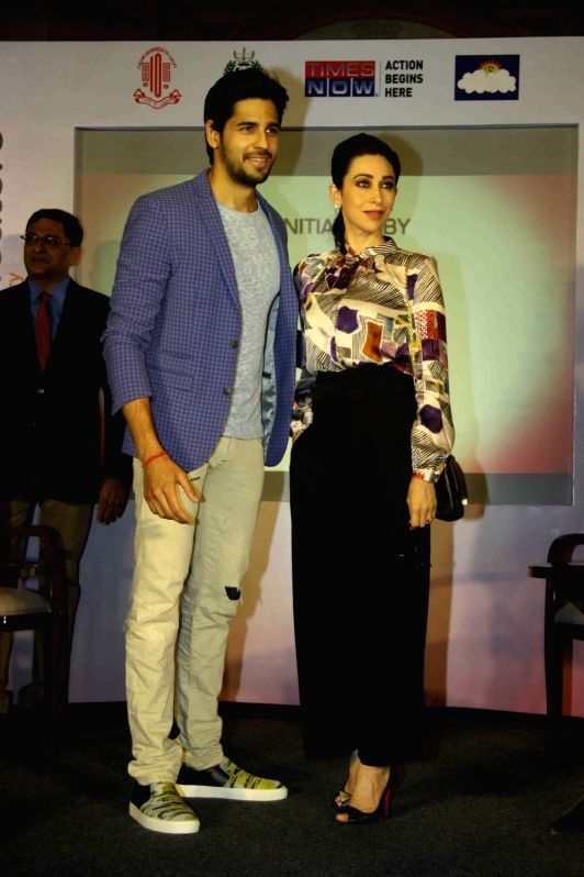Actors Karishma Kapoor and Sidharth Malhotra during the Panel Discussion on occasion of `World Diabetes Week` organised by All India Opthalmological Society in Mumbai on Nov 16, 2015. - Karishma Kapoor and Sidharth Malhotra