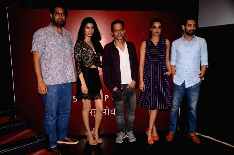 "Actors Kunal Roy Kapoor, Vikrant Massey, Surveen Chawla, Tina Desai and Filmmaker Sujoy Ghosh at the launch of television show ""Teen Paheliyan"" in Mumbai on April 13, 2018 . - Filmmaker Sujoy Ghosh, Kunal Roy Kapoor, Vikrant Massey, Surveen Chawla and Tina Desai"